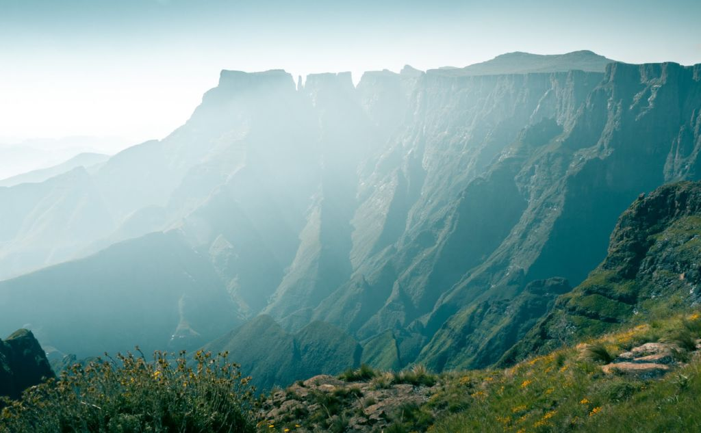 South Africa roadtrip to visit amazing places such as Drakensburg mountain range.